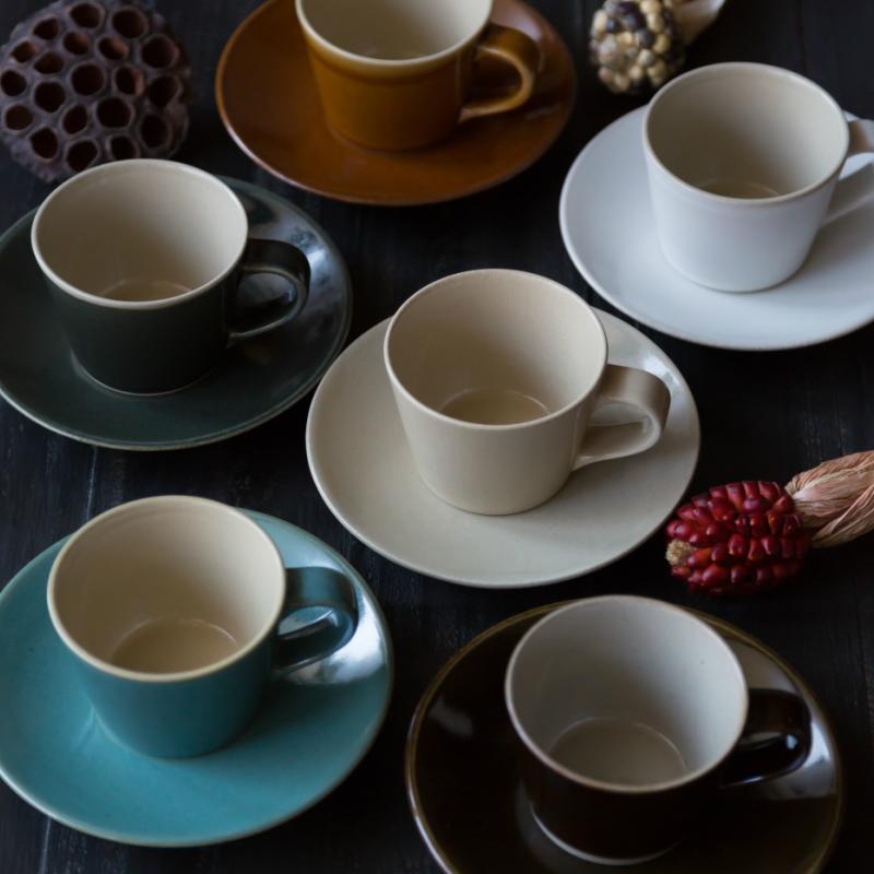 伝統的な技法や釉薬を用いつつ 現代のライフスタイルに合わせたデザインを融合した 利平 益子焼 くくシリーズ コーヒーカップ ソーサー つかもと モダン 超目玉 カップ 品質検査済 和食器 皿 食器