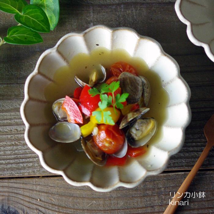 冷奴やおかずの盛りつけに♪ 益子焼 kinari輪花小鉢  かわいい おしゃれ ナチュラル 花形 リンカ 小鉢 ギフト わかさま陶芸 お家カフェ