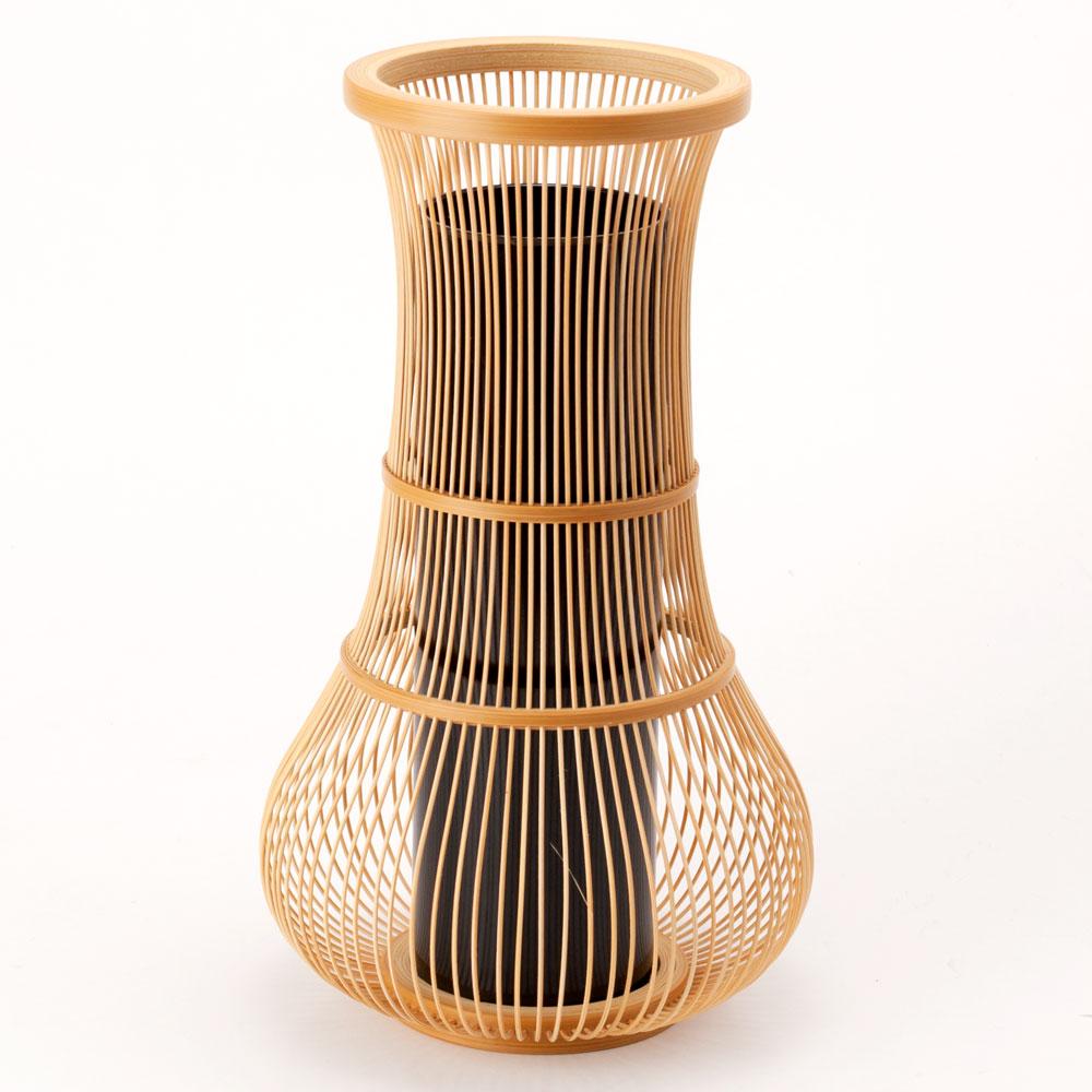 消化駿河竹頭發改製花瓶的靜岡縣傳統工藝品Suruga-takesensuji-zaiku,Vase made of bamboo sticks