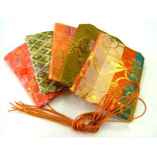 新作送料無料 手作りお香 匂い袋用: メーカー再生品 匂い袋用 金襴袋 5枚入り 柄はお選びいただけません ※色