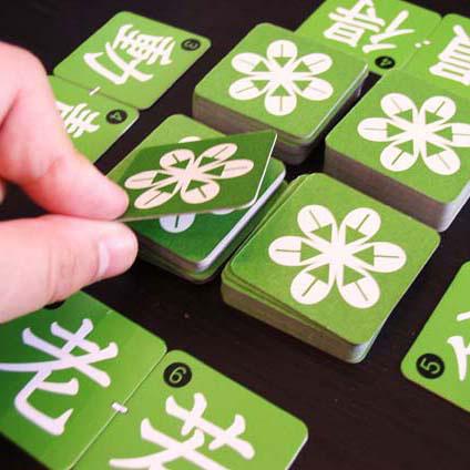 奧野卡店對面適合的字元在一起兩張牌,製作對立遊戲年齡指南 6 歲左右 ~