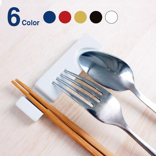 箸置き かわいい / お箸も置けるスリムでおしゃれなカトラリーレスト。洋食も好きだけど、やっぱりお箸もという時に1つあるといろいろなシーンで使えるカトラリーレストです。 【 メール便 】 箸置き おしゃれ カトラリーレスト  【 224porcelain 】Cutlery rest  おしゃれ ホワイト ブルー スリム デザイン 焼き物 磁器 おしゃれ プレゼント ギフト  /  WakuWaku