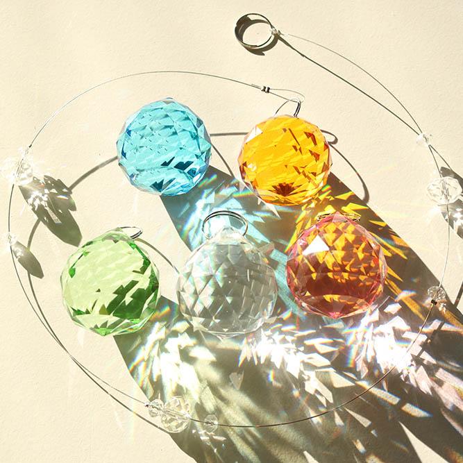 ヴァルハラ シリーズ カラー お得セット サンキャッチャー 30mm 虹がでる雑貨 インテリア ギフト プレゼントにも人気 七色は厄年の厄除け 祈願に 北欧 雑貨 ガラス細工 Drop Line 1本 レインボーメーカー 風水 玄関 高級 引っ越し祝い セット パーツ のれん 暖簾 新築祝い キット 引越し祝い おしゃれ 専門 結婚祝い 内祝い シャンデリア プレゼント 水晶 ガラス 材料 敬老の日 お返し