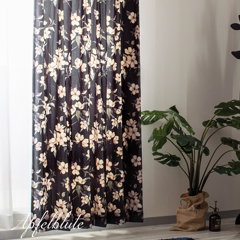 [全品P10倍!20日20時~4H限定]カーテン おしゃれ ボタニカル 花柄 ベロア ロマンティック 洗える 光を通すカーテン 風を通すカーテン 透けてる 透け感 かわいい インテリア 友安製作所 VH911 アプフェルブリューテ 黒 ブラック 2枚組 OKC
