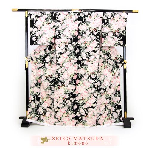 松田聖子 正絹 お仕立て上がり 小紋着物 「黒地に洋花とイチゴ」