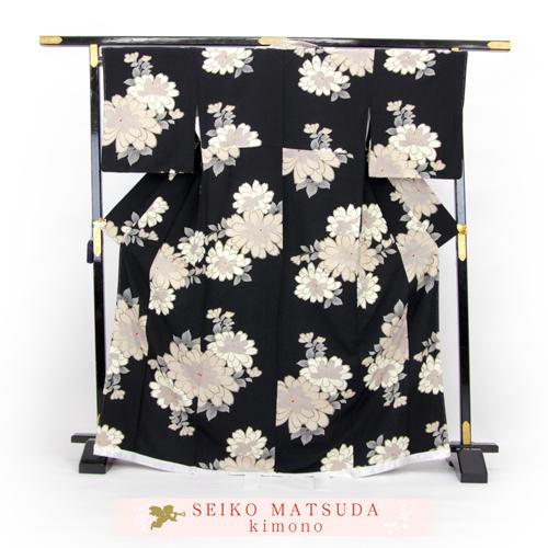 松田聖子 正絹 お仕立て上がり 小紋着物 「黒地に鹿の子模様入り菊」