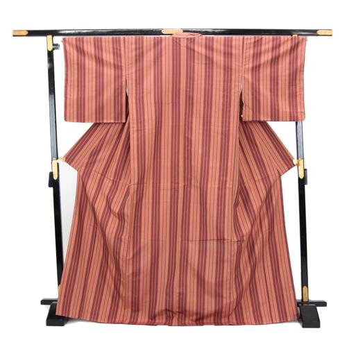 お仕立て上がり 手縫い 正絹 紬着物 「ピンク地にピンクブラウンの変わり縦縞」