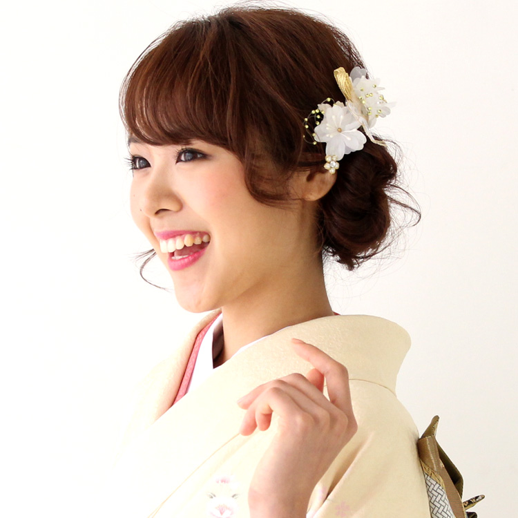 """Japan made two points set エレガントフラワーコサージュ ornament yukata yukata kimono ceremony [kami]"