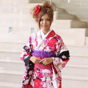【レンタル】 振袖 レンタル 20点フルセット「白 ホワイト 黒 ブラック 赤 レッド ピンク バラ 桜」2月~12月上旬 成人式から結婚式やフォーマルまで。