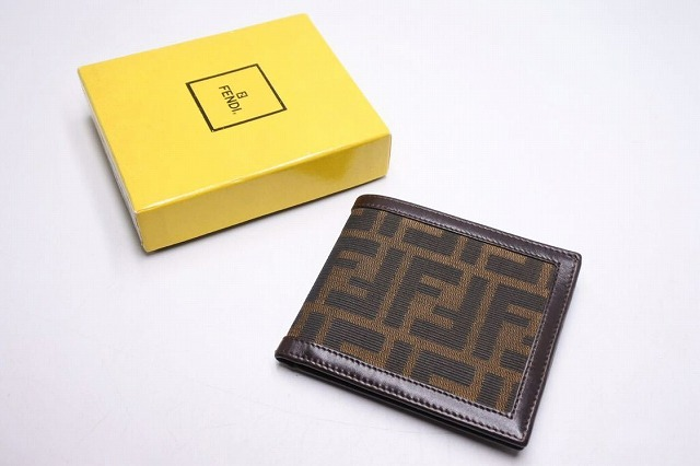 ◆[USED/中古]◆送料無料◆【中古】FENDI フェンディ ズッカ柄 二つ折り 財布 ヴィンテージ 箱付き 中古 コンパクト 札入れ 19731【中古】