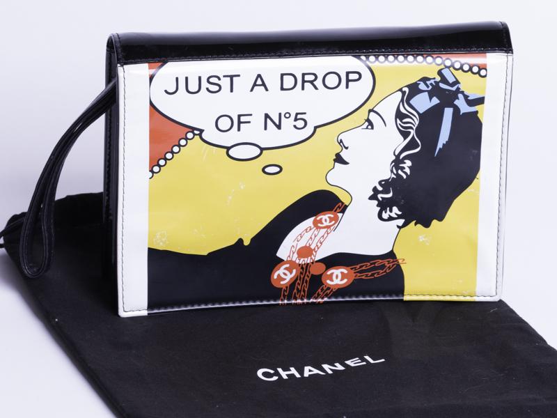 ◆[USED/美品]◆送料無料◆シャネルCHANEL :ヴィンテージ イラストクラッチバッグ ◆ 【中古】