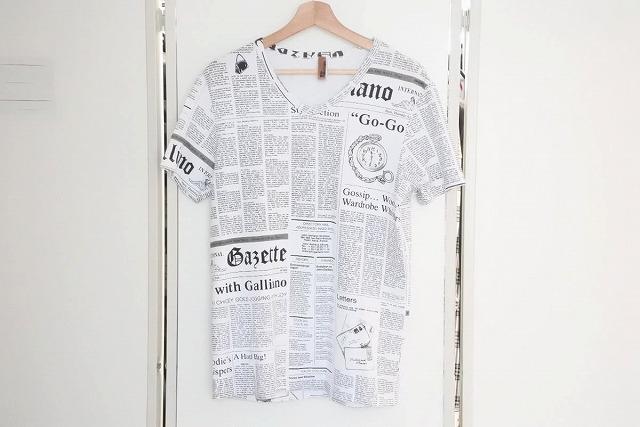 美品 JOHN GALLIANO ジョンガリアーノ 名作 ニュースペーパー Tシャツ 中古 USED メンズ 送料無料 トップス 16990 50 引出物 新商品 新型