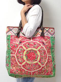 モン族 バッグ チャイナモン族手刺繍アンティーク布 トートバッグ モン族の「ねんねこ」 ヴィンテージ 一点もの