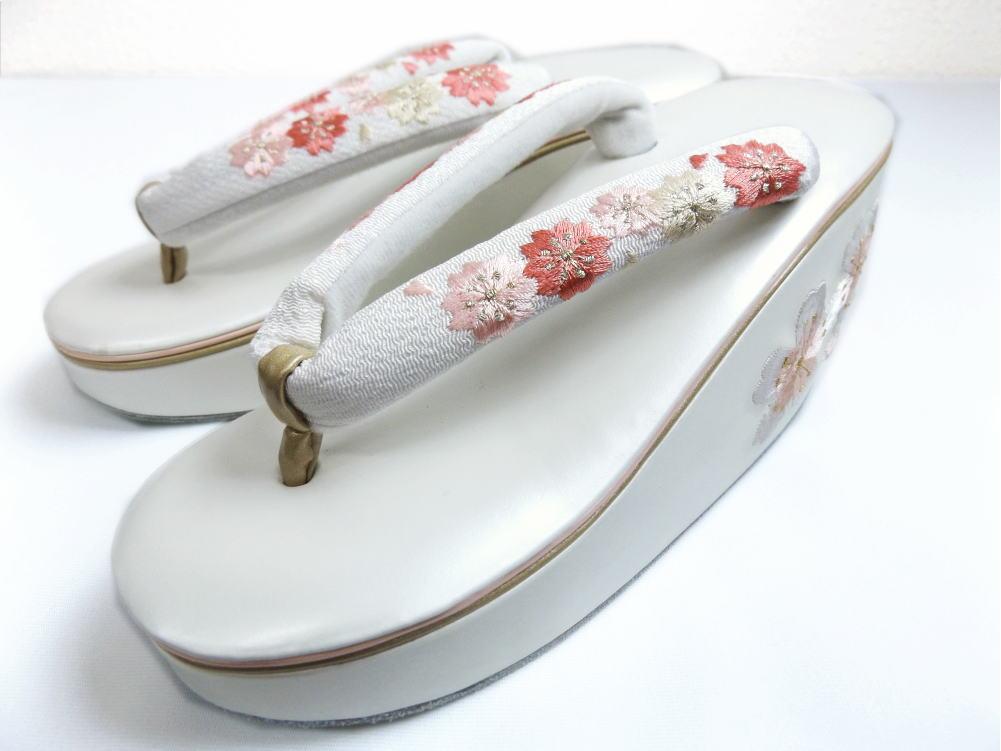 舞妓さんこっぽり風厚底ヒール草履ぞうり白台桜刺繍鼻緒白 振袖成人式&卒業式袴・着物に