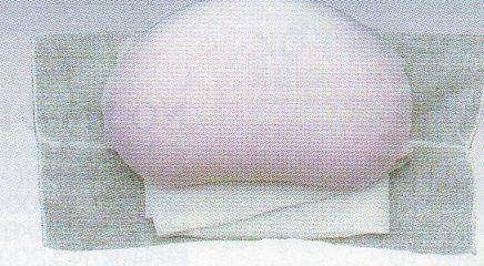 美しい立体感を作り出し 帯姿のよさを演出する帯枕 爆安プライス 変わり結びに必要な蛤型で 華やかに 帯山に膨らみを出し 振袖などの変わり結びに最適 帯枕ウレタン蛤ガーゼ144 和装小物 新色追加 着物着装小物 帯山のカーブの丸みが特徴