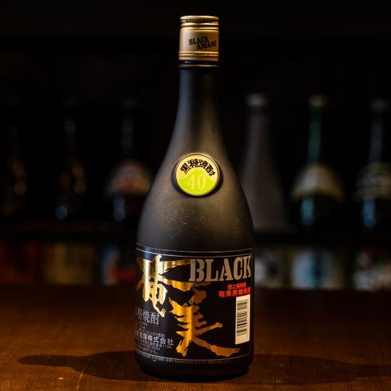 奄美酒類のオリジナル黒糖焼酎 BLACK奄美 ブラック奄美 格安SALEスタート 720ml 《奄美酒類》 40度 贈物 黒糖焼酎 長期樫樽貯蔵