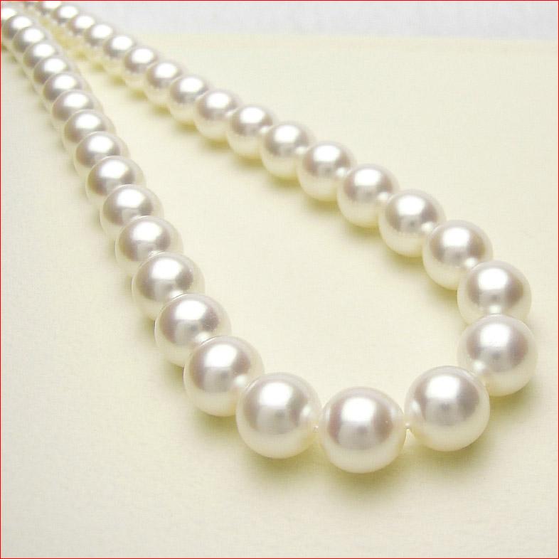 シルクのようななめらかなホワイトピンクあこや真珠を集めて組んだ特別仕様 8.5-9ミリ