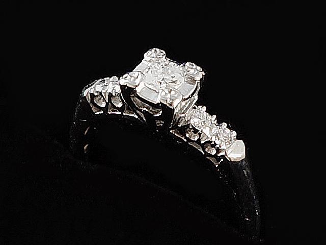 【New Finish】 ダイヤモンドリング - RING - 1P大粒+4P粒ダイヤ アールデコ PTプラチナ無垢/ダイヤ (0.40ct) 指輪