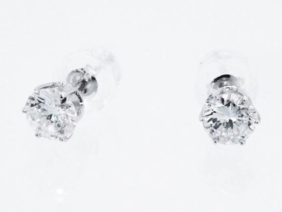 ★特選お買い得★ 白光を撒き散らす無色透明の高級ダイヤモンド・ピアス – 0.75ct超大粒・最高品質ダイヤモンド・ピアス PT 無垢 プラチナ / ダイヤモンド テーブルが大きく、見た目は1キャラットに思われます