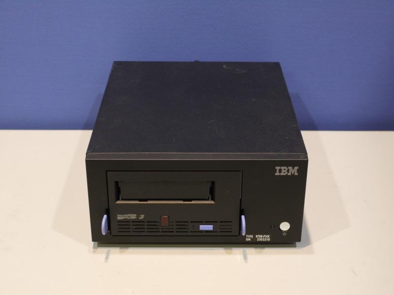 IBM 8768-FHX テープエンクロージャー(内蔵用LTOドライブ 23R4808搭載) SCSI LTO3【中古】【送料無料セール中! (大型商品は対象外)】