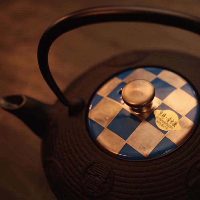 蓋 記念品 還暦祝 銀彩青市松 退職祝 鉄瓶急須 伝統工芸・陶器の和遊感 結婚祝 清水焼 西川貞三郎商店 送料無料