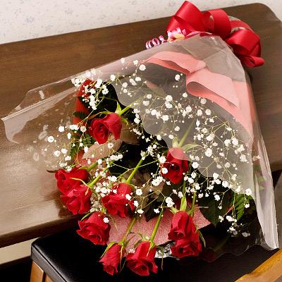 情熱の赤バラで親愛なる方への熱い想いを伝えます 誕生日 フラワーギフト LOVE 市販 ROSE 赤バラとかすみ草の花束 誕生日プレゼント 女性 楽ギフ_メッセ入力 あす楽_土曜営業 彼女 店内全品対象 女友達 母の日 母 楽ギフ_メッセ 誕生日ギフト
