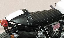 NitroHeads ナイトロヘッズ シート本体 スタッドカフェシート タイプ:タックロール/カラー:ブラック・ホワイト SR