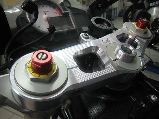 Robby Moto Engineering ロビーモトエンジニアリング トップブリッジ トリプルクランプ オフセット カラー カラー:シルバー 748 916 996 998