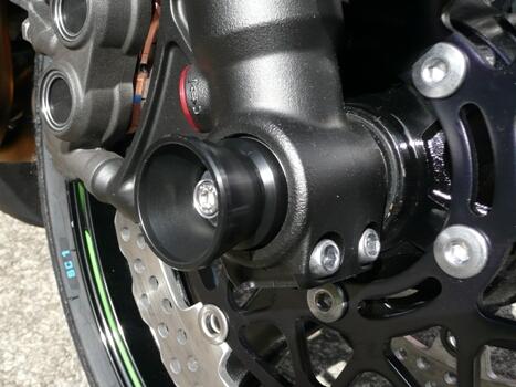 AGRAS アグラス ガード・スライダー フロントアクスルプロテクター 素材:ジュラコン/カラー:ブラック ZX-10R ZX-6R