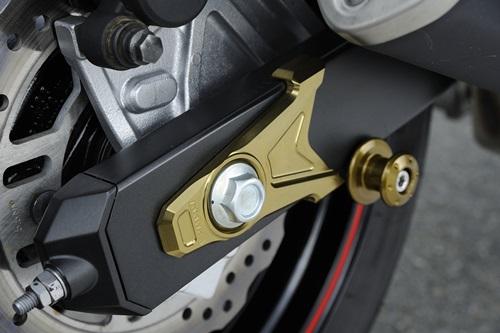 AGRAS アグラス スイングアーム チェーンアジャスタープレート カラー:ゴールド Z800