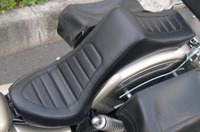 American Dreams シート本体 キング&クィーンシート ハーレーパターン 黒レザー タイプ:アメリカンドリームス製リアフェンダー専用 ドラッグスター 250
