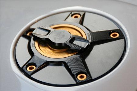 EVOTECH エボテック ラピッドタンクキャップ ボルトカラー:レッド 中央部カラー:シルバー