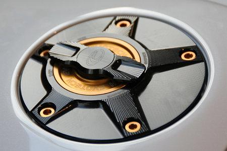 EVOTECH エボテック ラピッドタンクキャップ ボルトカラー:ゴールド 中央部カラー:ゴールド