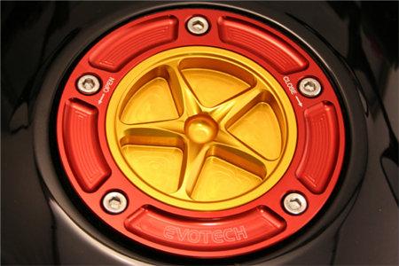EVOTECH エボテック タンクキャップ 外部カラー:シルバー 中央部カラー:チタニウム