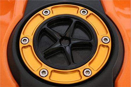 EVOTECH エボテック タンクキャップ 外部カラー:ブラック 中央部カラー:ゴールド