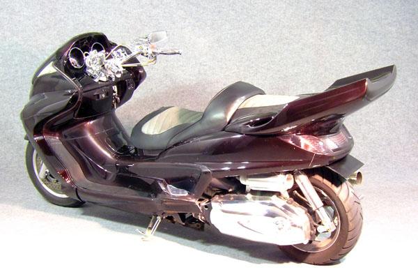 WARRIORZ ウォーリアーズ スクーター外装 グランドマジェスティ用 リアウイング V2(バージョンツー) カラー:ブラックメタリックX