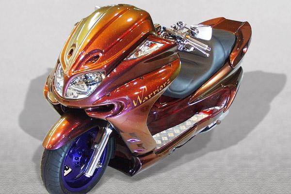 WARRIORZ ウォーリアーズ スクーター外装 マジェスティ用 エアロフェイス・サイドカウル・リアウイング V1(バージョンワン) 3点セット カラー:ビビッドレッドカクテル1