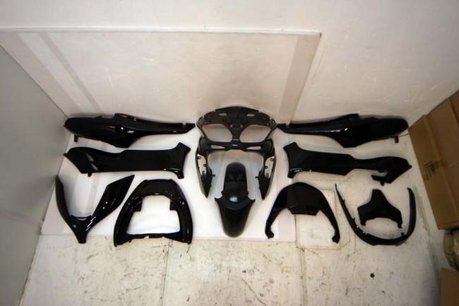 GROW ONE グロウワン フルカウル・セット外装 外装一式ウィング付 カラー:黒 フォルツァ(MF08)