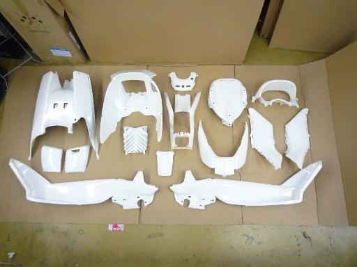 GROW ONE グロウワン フルカウル・セット外装 インナー一式 カラー:白 マジェスティ250(SG20J)
