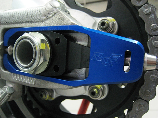 <title>Robby Moto 店舗 Engineeringロビーモトエンジニアリング スイングアームオプション補修パーツ チェーンアジャスター Engineering ロビーモトエンジニアリング RSV4R ファクトリー</title>