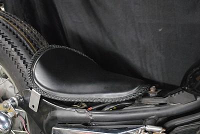 部品屋K&W シート本体 専用ソロシートキット リジットタイプ (本革レース編み込みサドルシート) カラー:黒 VIRAGO250 [ビラーゴ]