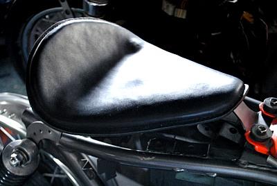 部品屋K&W シート本体 専用ソロシートキット リジットタイプ (本革サドルシート) カラー:茶 グラストラッカー ビッグボーイ