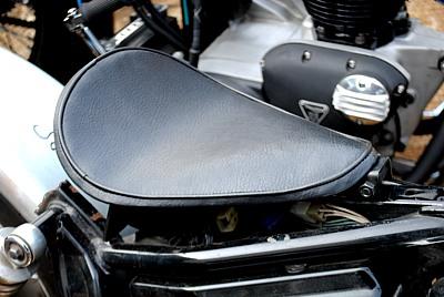 部品屋K&W シート本体 専用ソロシートキット リジットタイプ (プレーン) カラー:黒 ドラッグスター 250 ドラッグスター400