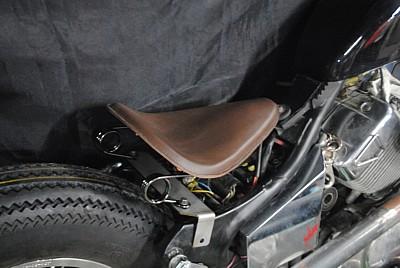 部品屋K&W シート本体 専用ソロシートキット スプリングタイプ (本革サドルシート) カラー:黒 ビラーゴ250(XV250)