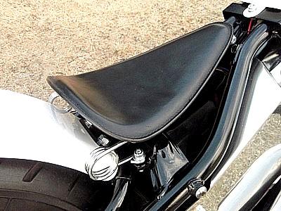 部品屋K&W シート本体 専用ソロシートキット スプリングタイプ (本革サドルシート) カラー:黒 DS250