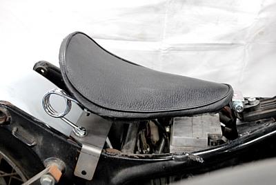 部品屋K&W シート本体 専用ソロシートキット スプリングタイプ (プレーン) カラー:黒 ビラーゴ250(XV250)