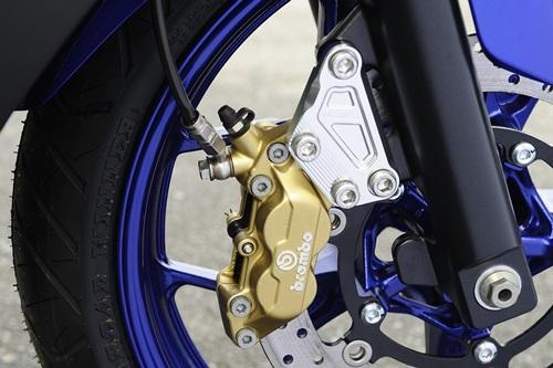 AGRAS アグラス キャリパーサポート ブレンボ4POT 40mmピッチ YZF-R25