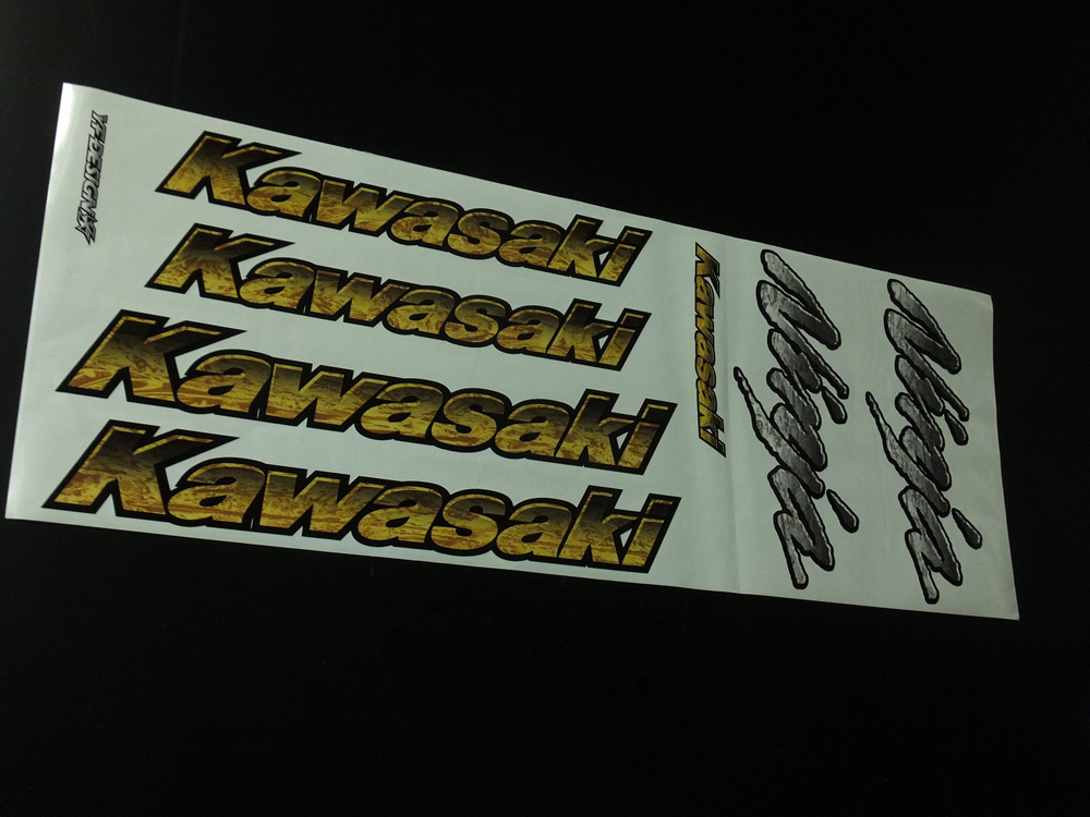 【ポイント5倍開催中!!】【クーポンが使える!】 Auto Magic オートマジック ステッカー・デカール Kawasaki&Ninjaエンブレムセット カラー:ラップ模様