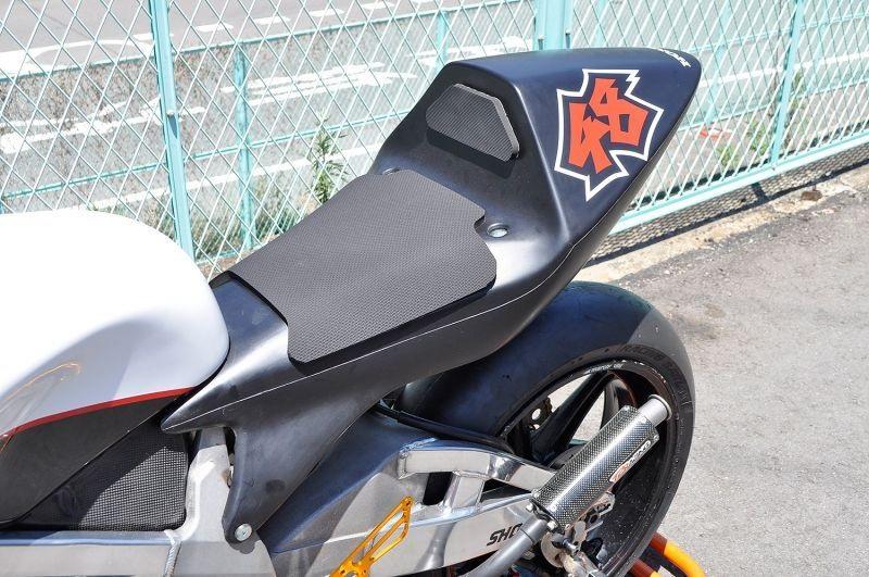 T2 Racing T2レーシング シートカウル TYPE-4 ストリートタイプ テールユニット:スモークレンズ テールユニット裏蓋:黒ゲル NSR250R MC18