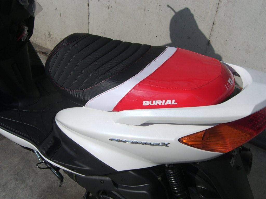 BURIAL ベリアル シート本体 スポルティブシート カラー:レッド CYGNUS125 [シグナス] 旧型シグナスX